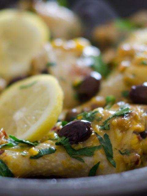Zitronenhähnchen mit Knoblauch und Oliven