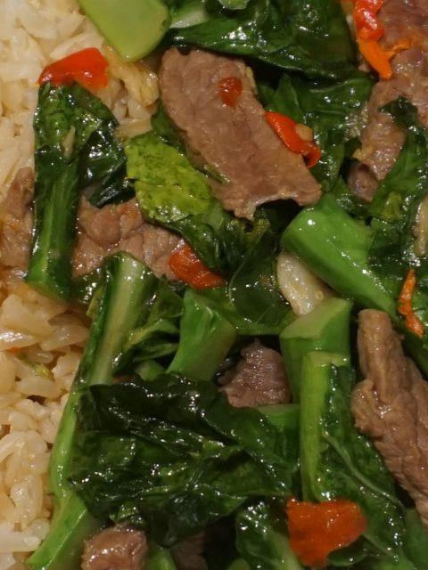 Pad Kana Neua – Würziges Rindfleisch mit chinesischem Brokkoli